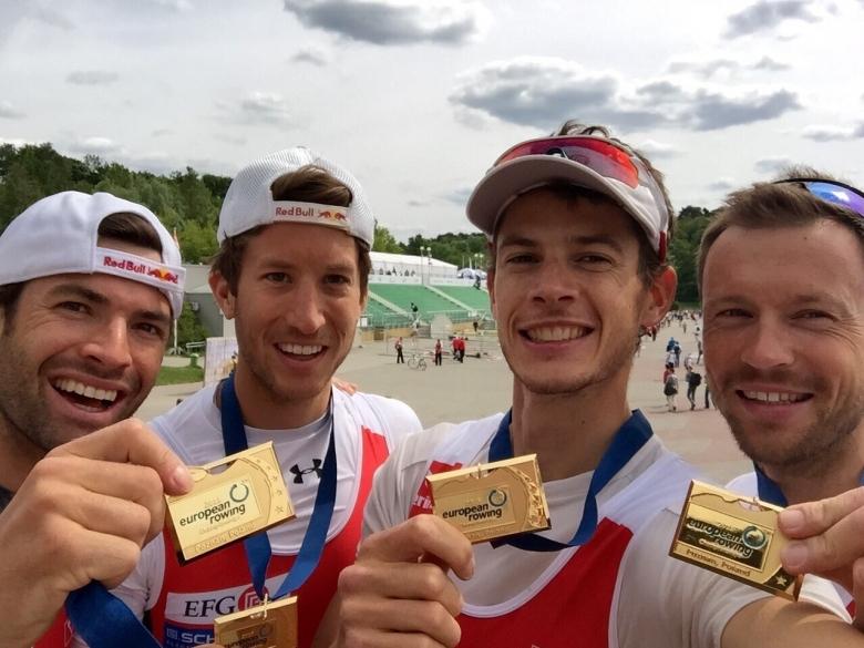 Lucas Tramèr, rameur de Team Genève, et sa médaille d'or lors du Championnat européen 2015.