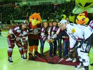 Yanier Bello-Diaz & ses équipiers de Team Genève étaient présent le 20 octobre dernier à la patinoire des Vernets pour le coup d'envoi du match opposant GSHC à Fribourg!